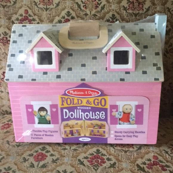 Melissa Doug Fold Go Wooden Dollhouse Nwt